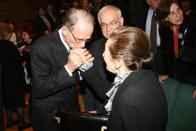 Δύο υπέροχοι άνθρωποι, ένα υπέροχο χειροφίλημα: Στέφανος Γερουλάνος, Νίκη Γουλανδρή