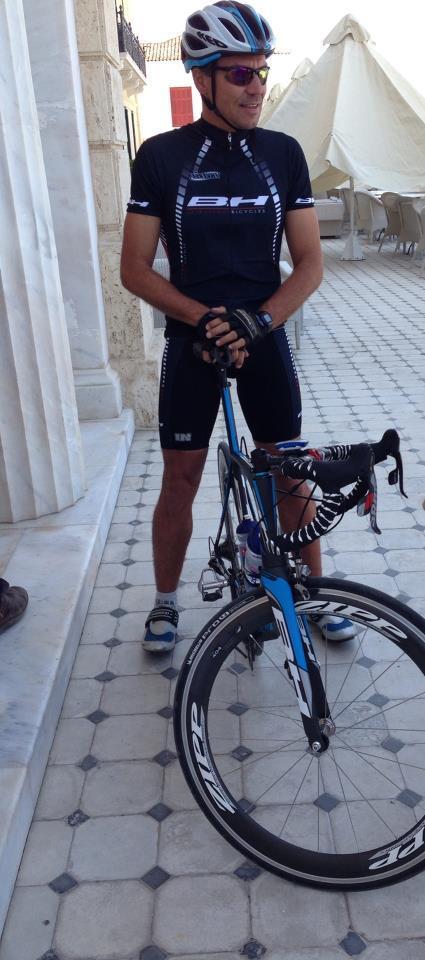 Ο διεθνούς φήμης Τρισαθλητής Βασίλης Κρομμύδας ετοιμάζεται για ένα ακόμα test run πριν τον αγώνα!