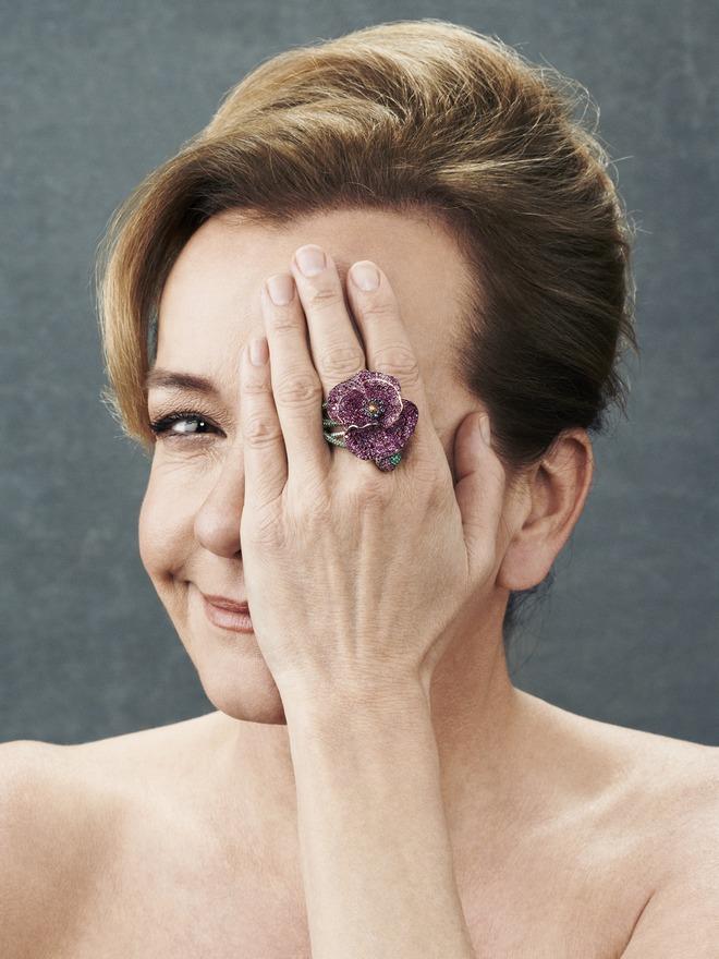 Η Caroline με το Poopy Ring της...