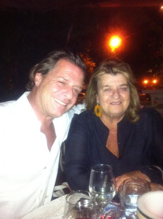 Ο λατρεμένος μου Δημήτρης Αράπης, με την μητέρα του, τη φανατική Βουλιαγμενιώτισα Μίκα Γκολφινοπούλου