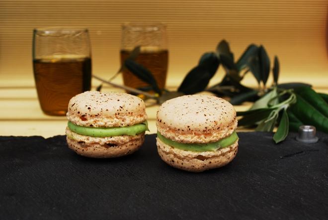 Macarons με γεύση γλυκιάς Ελιάς... Ας ξεκολήσουμε πλέον από το ...La Duree'...So banal...