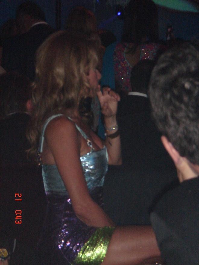 Η Μαριάννα Λάτση απολαμβάνει τα δρώμενα στο πάρτι της καλής της φίλης, Caroline