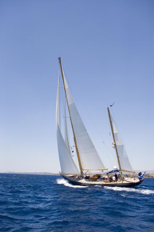 """To """"Elianna K. IV"""" ταξίδεψε από την Κρήτη στις Σπέτσες για να λάβει μέρος στον αγώνα"""