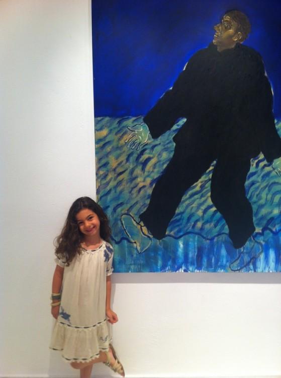 Η Ελμίνα, μπροστά στο αγαπημένο της έργο...