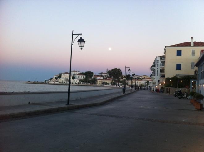 To ...Super Moon στην Promenade...