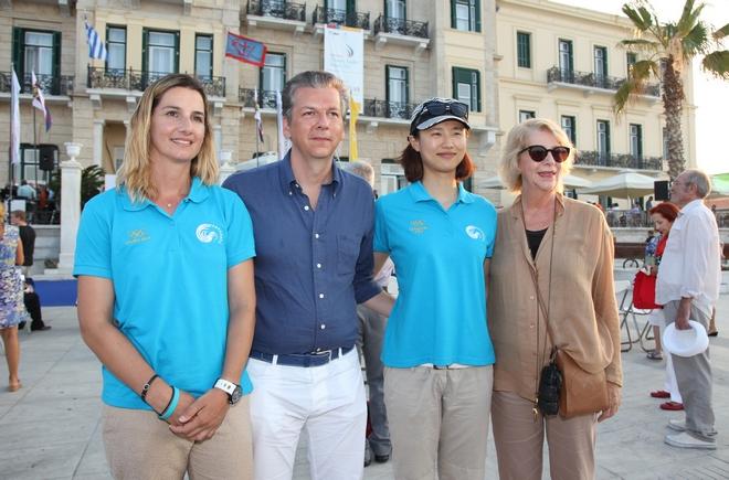Η Σοφία Μπεκατώρου , Ελληνίδα Χρυσή Ολυμπιονίκης στην Αθήνα το 2004, ο Τζώρτζης Κουτσολιούτσος, Διευθύνων Σύμβουλος του Ομίλου Folli Follie, η Lijia Xu , Κινέζα Χρυσή Ολυμπιονίκης στο Λονδίνο το 2012, και η Καίτη Κουτσολιούτσου -,Αντιπρόεδρος του Ομίλου Folli Follie