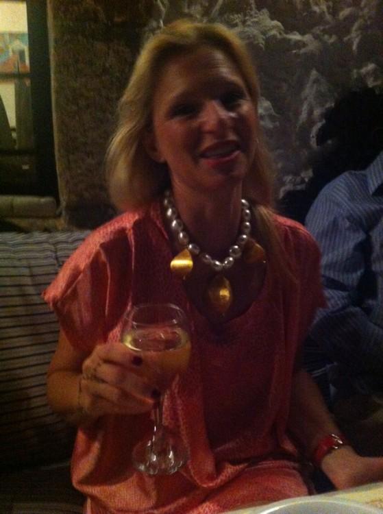 """Η Βαέσσα με amazing necklace στου """"Ορλώφ"""", υπό το φως της Σελήνης..."""