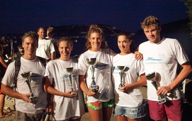 Οι τρεις νικήτριες, Ζωή Λιόκαλου, Κωνσταντίνα Τζώρτζη και Ελένη Τσιαρακάκη με τους Κωνσταντίν Κωνσταντινέσκου και Ευάγγελο Τζανάκη
