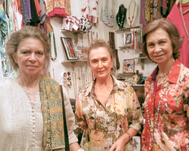 Στην boutique της Κατερίνας ψωνίζουν κάθε καλοκαίρι η πριγκίπισσα Ειρήνη και η βασίλισσα Σοφία
