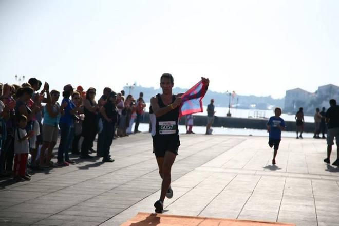 O Γιώργος Αρβανίτης τερματίζει με την Σημαία της Επανάστασης των Σπετσών!