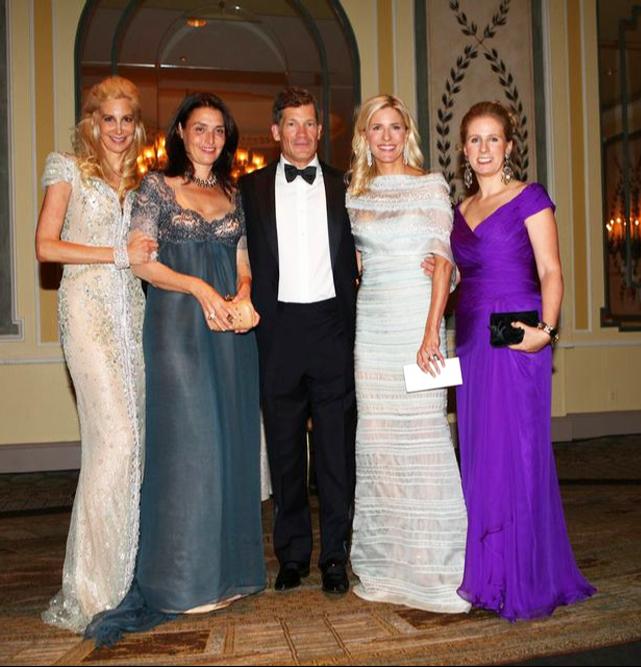 Gabrielle Bacon, Claude Wassertein, Louis Moore Bacon, Sara Ayers, Natalie Kaplan. Όλες οι κυρίες του ΔΣ του The Boys' Club φοράνε δημιουργίες Celia Kritharioti Haute Couture
