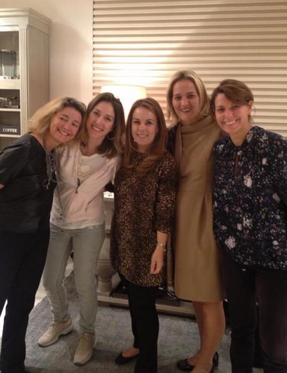 Μαρίνα Μπουτάρη, Α. Καραγιάννη, Νάνα Μελεντζοπούλου-Μπελιμπασάκη, Ρίτα Πικρού-Μωραϊτάκη, Ελένη Μπράκη
