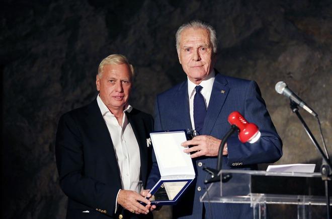 Ο Νίκος Μακρόπουλος με τον Δήμαρχο της Ύδρας, Άγγελο Κοτρώνη