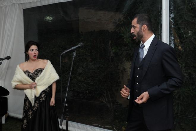 Ο βαρύτονος Νικόλαος Καραγκιούρης συνοδευόμενος από την σοπράνο Έλλη Αναστασοπούλου