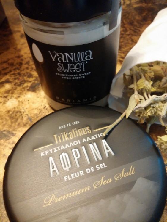 Παραδοσιακό γλυκό βανίλια και Κρύσταλλοι Αλατιού Αφρίνα από τον Τρικαλινό!!!! Αν δεν είναι αυτό gourmet, τότε τι;