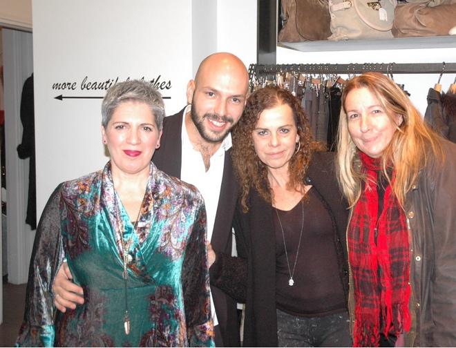 H ιδιοκτήτρια Lily Γιόγλου με τον Ιωάννη Τσιριγιώτη, την Μαριάννα Οικονόμου και την Πουκ Σωτηρίου