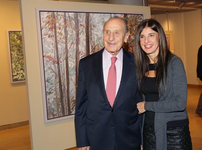 Ο Πρόεδρος του Ιδρύματος και ζωγράφος Βασίλης Θεοχαράκης, με την κόρη του, Ντένη