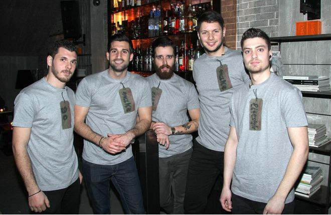 Το απίθανο προσωπικό του Salon de Bricolage με Fay's Control T-shirts by Wrap!
