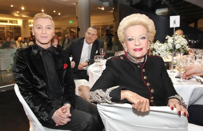 Τάκης Ζαχαράτος, Ρούλα Λεβέντη