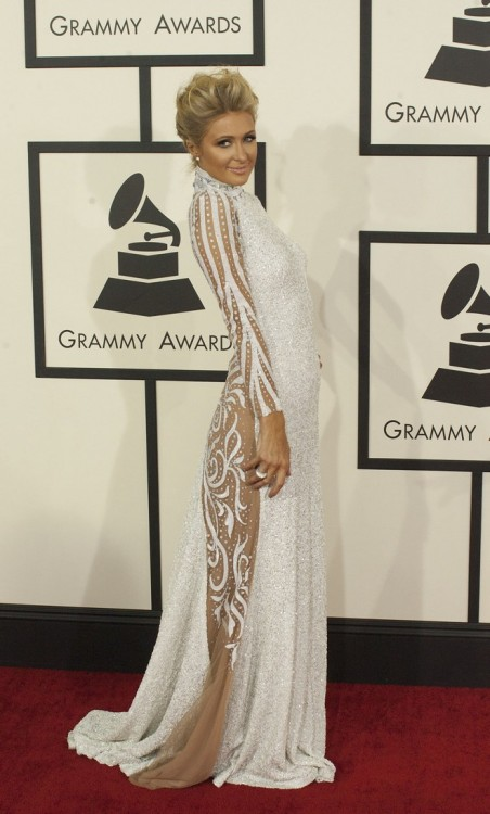 Λευκή δημιουργία Milani επέλεξε η Paris Hilton.