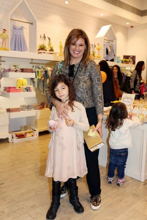 Με την Ελμίνα που κατά ευχαριστήθηκε τον Bunny, το παγωτό της, και το ολοκαίνουργιο Twin-Set φόρεμα της!