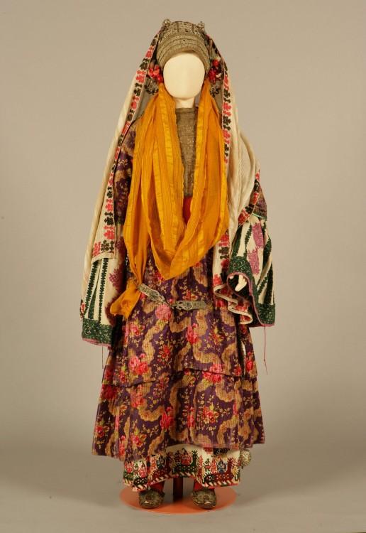 «Χρυσομάντηλο», νυφική ή γιορτινή φορεσιά  Αστυπάλαια, Δωδεκάνησα. Περίπου 1870...