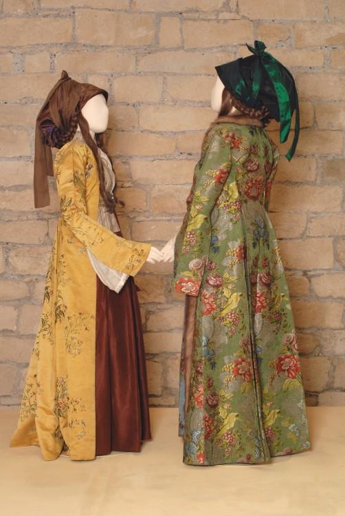 Γυναικείες φορεσιές  Σίφνος, Κυκλάδες. Τέλη 18ου αιώνα...