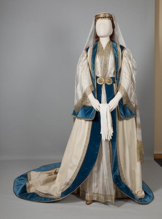 Eνδυμασία κυρίας επί των τιμών της βασίλισσας Όλγας  Αθήνα, Αττική. Μέσα 19ου αιώνα...