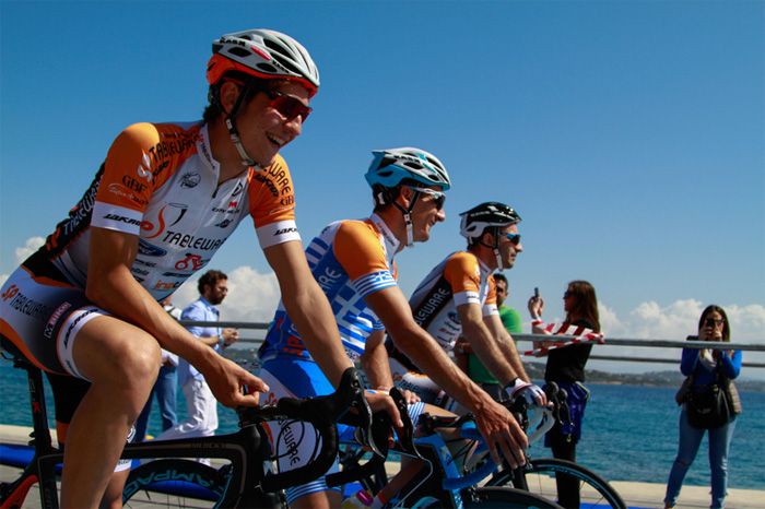 Ο Πανελλήνιος Πρωταθλητής Ποδηλασίας Γιάννης Ταμουρίδης και η Ομάδα του, στην έναρξη του Ποδηλατικού Αγώνα του Σαββάτου