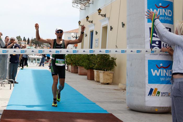 Ο Γρηγόρης Σκουλαρίκης τερματίζει 1ος στο Spetsathlon Endurance
