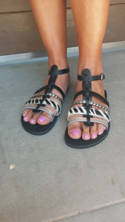 """10 το πρωί, και φοράω τα ολοκαίνουργια """"Greek Salad"""" sandals μου, και να ξεκινήσω τα back to back ραντεβού..."""