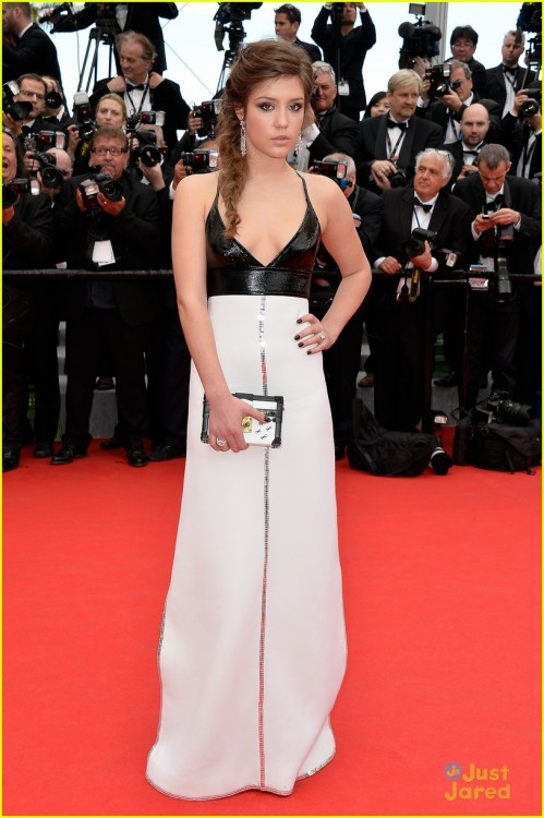 blake-lively-adele-exarchopoulos-cannes-opening-premiere-03