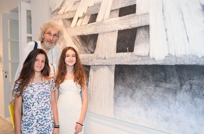 Ο Σωτήρης Σόρογκας με την κόρη του Εριφύλλη και την φίλη της Κάτια