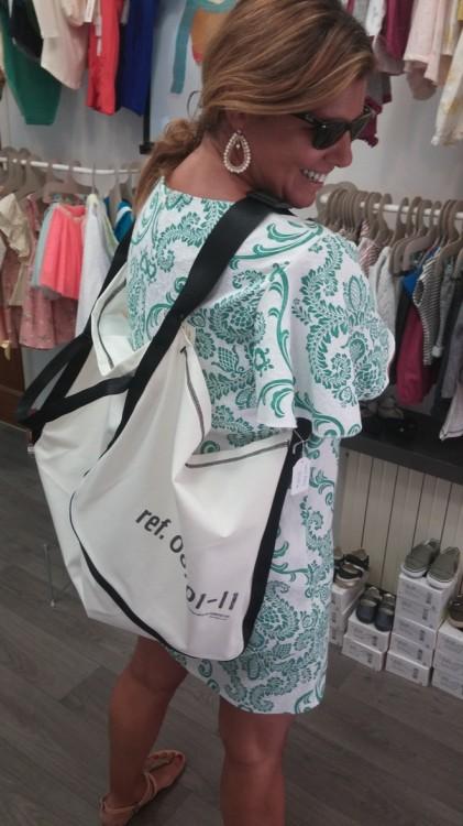Και βρήκα και μία τσάντα για εμένα! Για να χωράει τα πάντα στην παραλία!!!!
