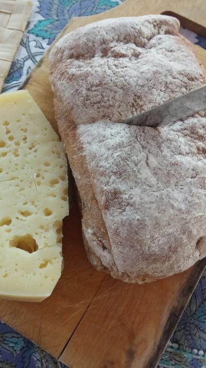 Τυρί από την Τραχιά και το καλύτερο ψωμί του κόσμου, αυτό που φέραμε από το Frank Ze Paul!