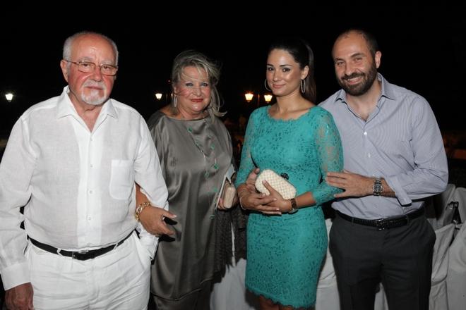 Ευάγγελος και Μάζη Σπανού με τον γιο τους Γεώργιο Σπανό και την σύζυγο του Αλίκη Σπανού
