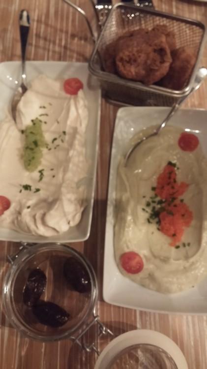 """Το καλωσόρισμα του Λευτέρη Λαζάρου, με τις καλύτερες ρεγγοσαλάτα και ταραμοσαλάτα που έχουμε δοκιμάσει ποτέ! """"Δοκιμάστε τες με το παξιμάδι"""" μας προτρέπει ο αγαπημένος σεφ..."""