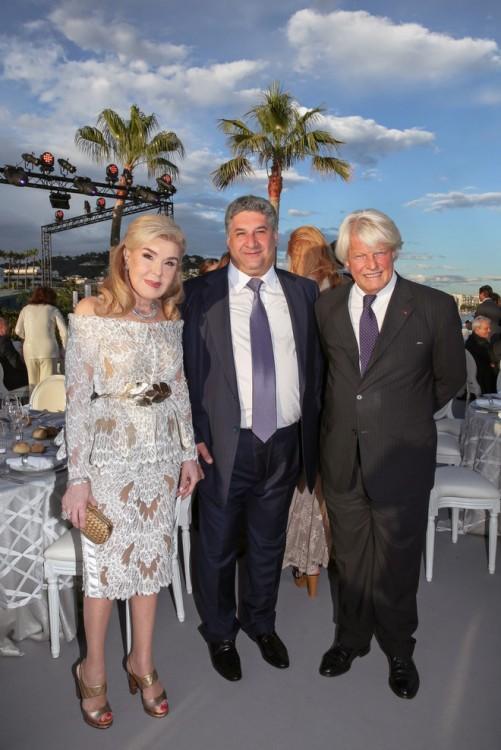 Η κα Μαριάννα Β. Βαρδινογιάννη, ο Υπουργός Αθλητισμού του Αζερμπαϊτζάν κος Azad Rahimov και ο πρώην Πρέσβης της Γαλλίας στην Ελλάδα κος Bruno Delaye