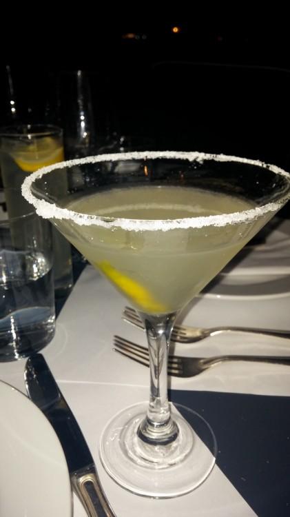 Ο mixologist Αντώνης Ζώντος, γνωστός σε όλους από την απόλυτα επιτυχημένη πορεία του στο Momix είναι εδώ, και φτιάχνει τα καλύτερα cocktail του νησιού...