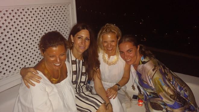 Με την Μελίνα Μουνδρέα Χορν, την Βανέσσα Γερουλάνου και την Μάνια Λούβαρη