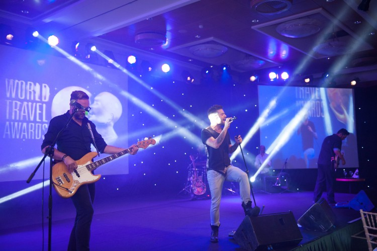 Οι Onirama στο stage των World Travel Awards