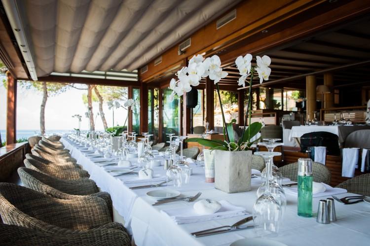 """Στο εστιατόριο """"Ιθάκη"""" και στο μαγευτικό περιβάλλον της Βουλιαγμένης έγινε η παρουσίαση"""