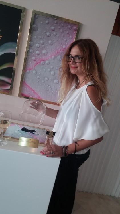 """Η beauty Guru μου, Τζούλια Κυριλή δοκιμάζει τις νότες του Modern Muse! Διαβάστε την """"ετυμηγορία"""" της στο beautyblog.gr!"""