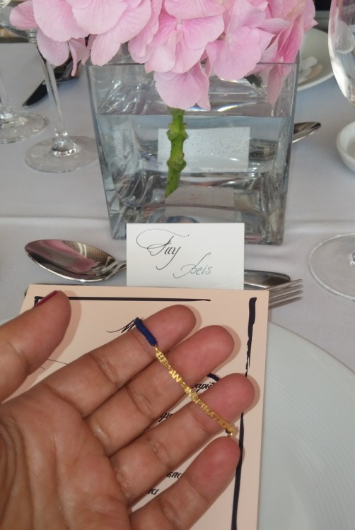 """Μπροστά στο πιάτο μου βρίσκω το άρωμα και ένα bracelet σχεδιασμένο από την Εβελίνα Παπαντωνίου και την Anileve που γράφει """"Be an Inspiration""""..."""