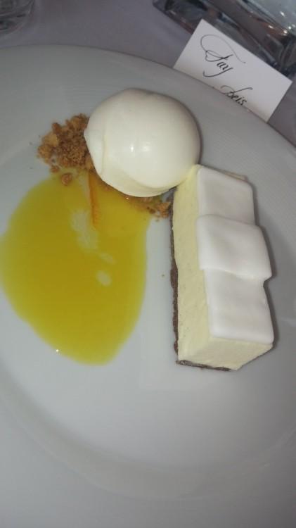 Παγωτό Γιασεμί με comfit μανταρίνι...