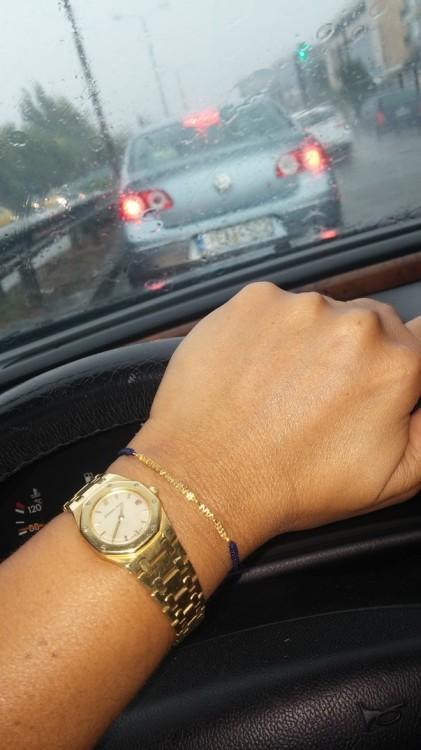 Στην Κηφισίας επικρατεί πανικός, οδηγοί στα δίπλα αυτοκίνητα κορνάρουν...