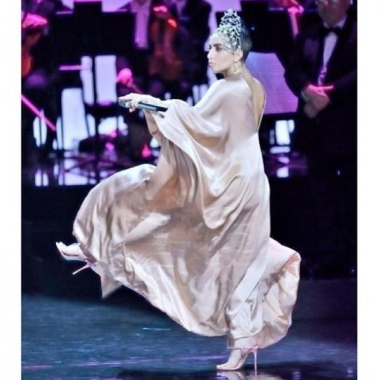 H διάσημη τραγουδίστρια επέλεξε μια σειρά από χειροποίητα κοσμήματα και τιάρες Celia Kritharioti για το film που θα συνοδεύσει κυκλοφορία του jazz album της με τον Tony Bennett «Cheek to Cheek»
