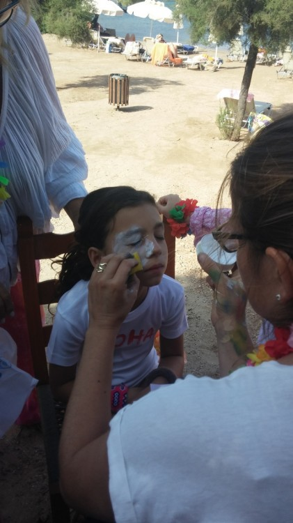 Aloha face painting by Zoe...