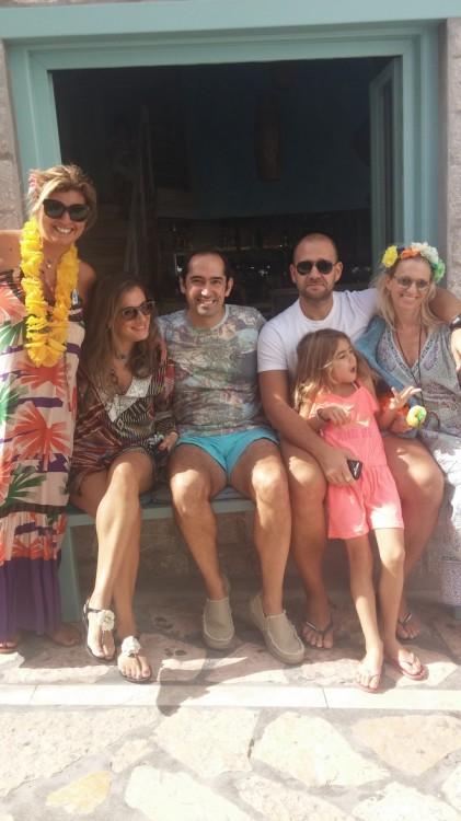 Με την Σαλώμη Φλουτάκου, τον Πάρι Ξανάλατο, τον Γιάννη Φλουτάκο και την Βανέσσα Γερουλάνου. Όλες μας τις χαρές μαζί...