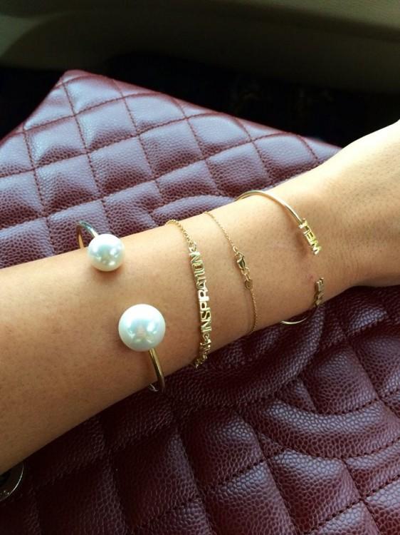 """Κάντε """"like"""" & """"share"""" και κερδίστε το Pearl-Boule bracelet που φοράει η Εβελίνα Παπαντωνίου!"""